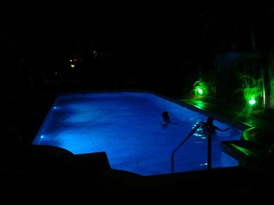 Paradera Park: The pool at night