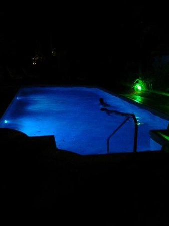 Paradera Park Aruba: The pool at night