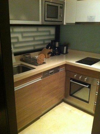 Oakwood Residence Hangzhou: Small Kitchen