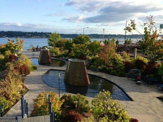 Harborside Fountain Park : View of one of the fountains from above