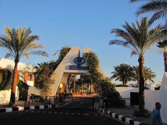 Hilton Sharm El Sheikh Fayrouz Resort : Въезд в отель