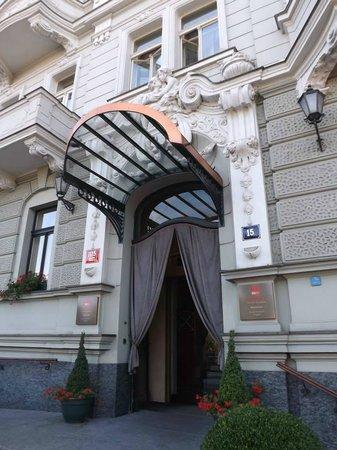 Mamaison Riverside Hotel Prague: Hotel Entrance