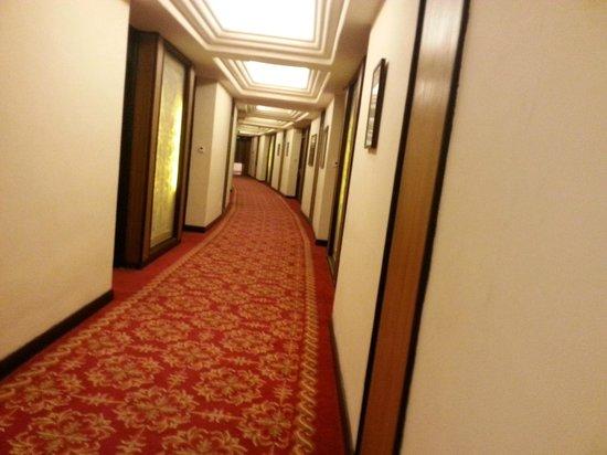 Taj Samudra Colombo: third floor corridor
