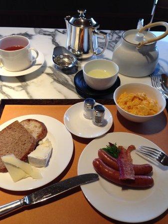 Grand Hyatt Tokyo: ラウンジの朝食セット+チーズ