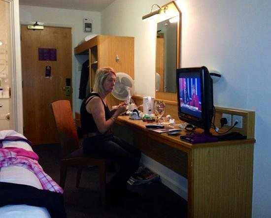 Premier Inn Belfast City Centre (Alfred Street) Hotel: Getting ready for breakfast