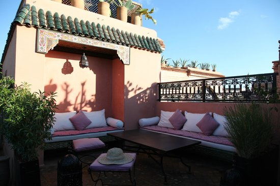 Riad Les Trois Palmiers El Bacha : Lovely furniture, decoration in every floor
