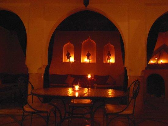 Riad Granvilier : Il patio illuminato a lume di candela