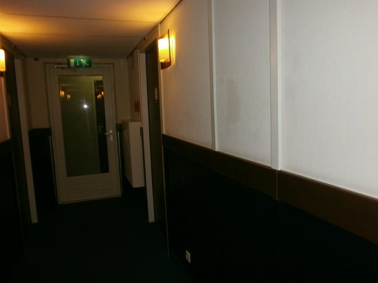Die Port van Cleve : The door at the end with the fire exit sign was the door leading to our room!
