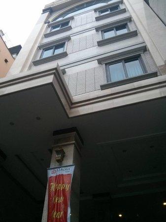 Hanoi Larosa Hotel : Front view of hotel