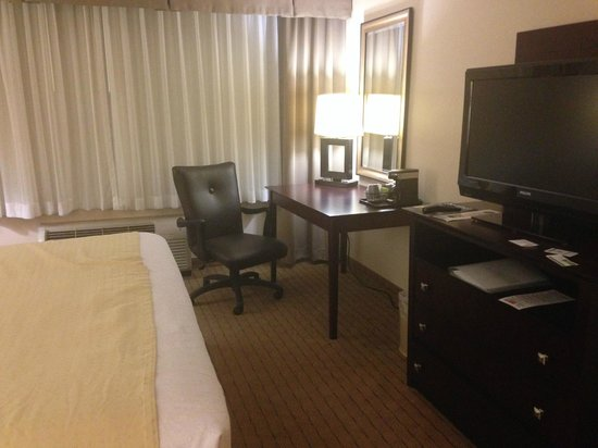 Holiday Inn Los Angeles International Airport: Business Table