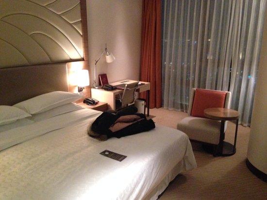 Sheraton Seoul D Cube City Hotel: Room