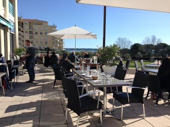 Cote Jardin : Superbe terrasse, le 12 fevrier 2014.