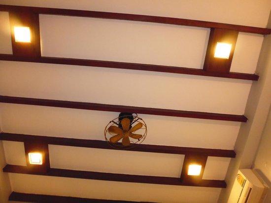 Khongkham Villa: ceiling