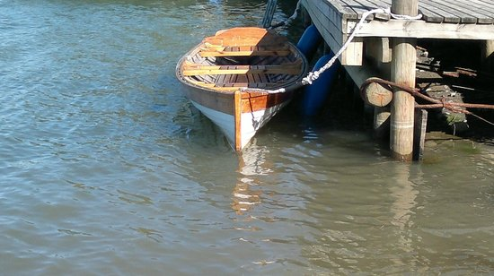Grannas Bed & breakfast: A wooden rowingboat for experienced lighter rowers. For Rent.