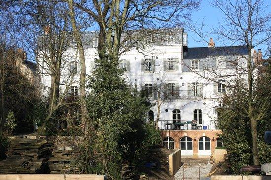 Les Tilleuls 1738 : La maison vue du jardin