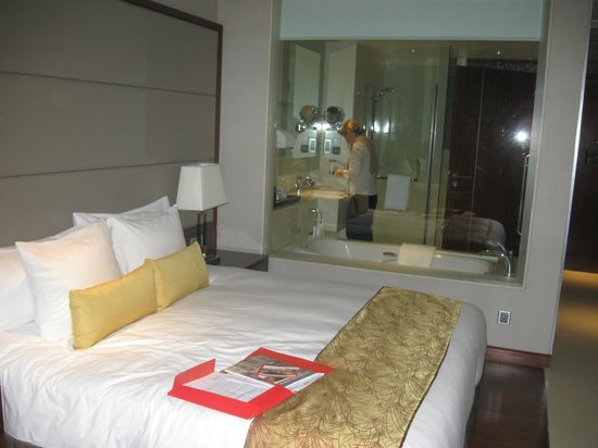 Crowne Plaza Kochi: room