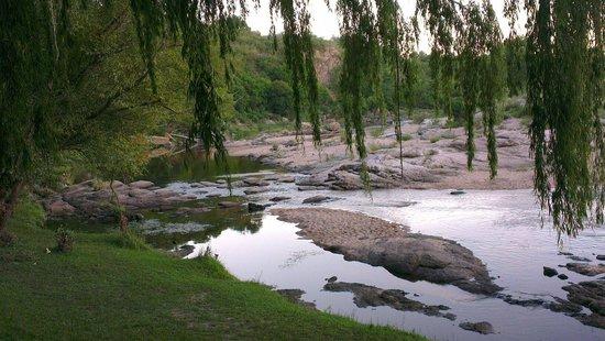 Puente Zuviria: Atardecer sobre Río Yuspe
