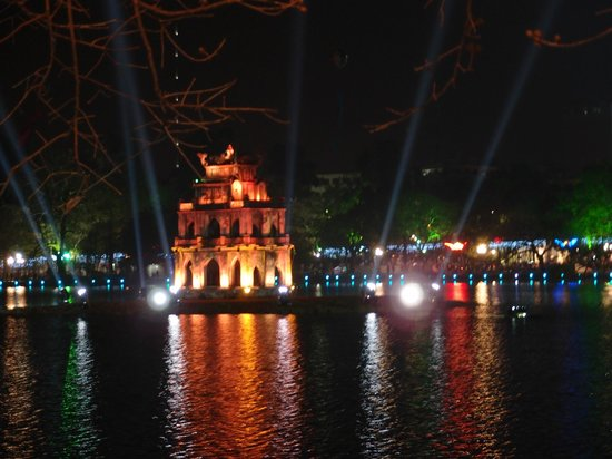 Lake of the Restored Sword (Hoan Kiem Lake) : Pagoda located in the middle of the lake
