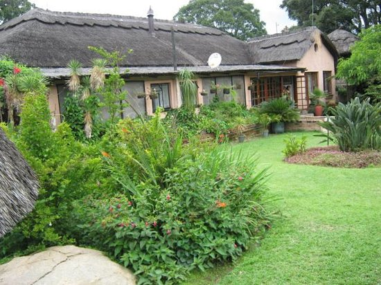 Mbizi Game Park : Main Lodge Accommodation, lounge and dinning