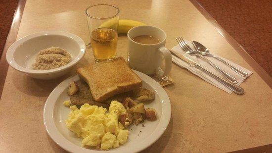 Broadway Inn & Suites: Breakfast