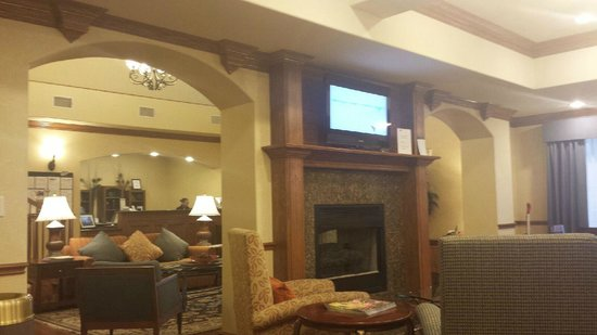 Broadway Inn & Suites: Hotel Lobby