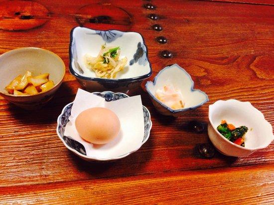 Umanojo : 朝ごはん 産みたての卵とか小鉢