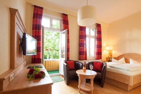 """Hotel Victoria: """"Mittel Class"""" Doppelzimmer (Wohnbeispiel)"""