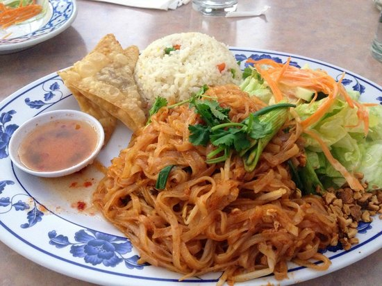 Thai Princess Restaurant: Lunch plate (pad thai noodle)