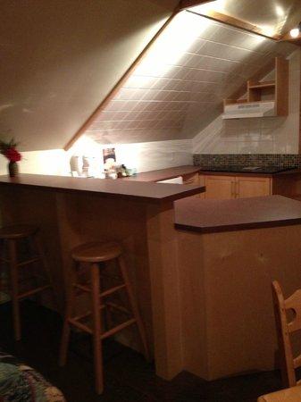 Auberge Aux Deux Lions: Little kitchenette, eating space
