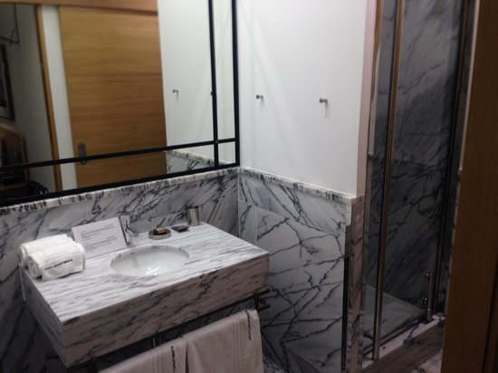 Brown's Boutique Hotel: Awesome bathroom