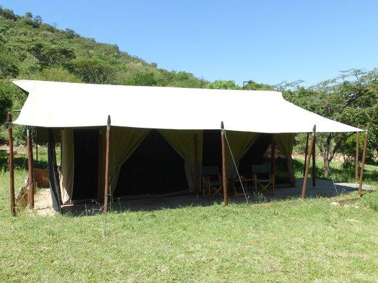 Enkewa Camp: exterior de la tienda