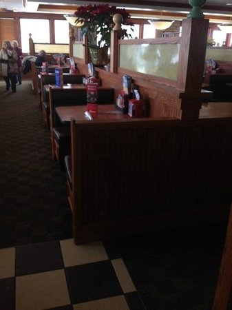 Friendly's: empty tables