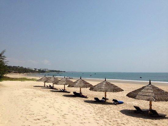 White Sands Resort: ホテル前のビーチ