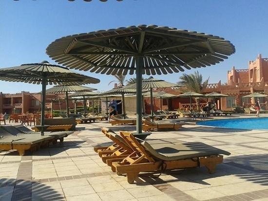 Hauza Beach Resort: by the pool