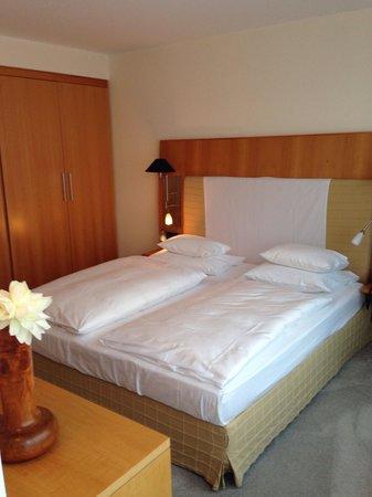 The Mandala Hotel: Спальная комната
