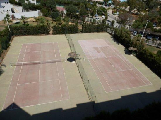 Yasmine Beach Resort: Terrain de tennis / foot