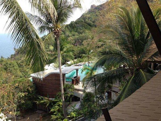 Tanote Villa Hill: Vue sur la piscine de droite
