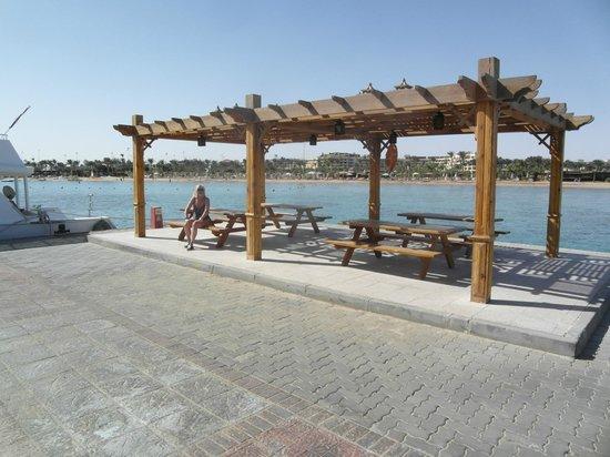 Steigenberger ALDAU Beach Hotel : Blick vom Pier auf Strand und Hotel