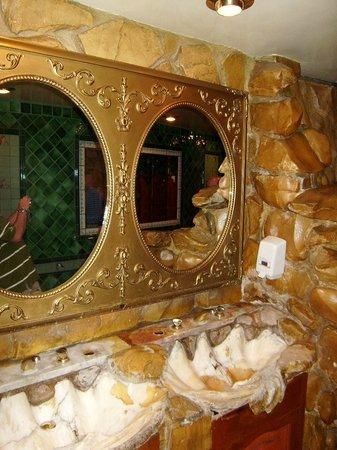 Madonna Inn : Mens Restroom