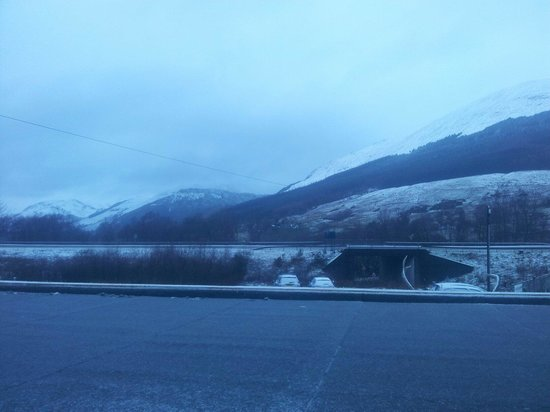 Mhor 84 Hotel: Our snow covered view in the morning