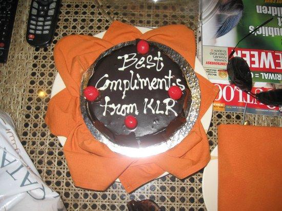 Kumarakom Lake Resort: Cake that waited for our 36th aniversery