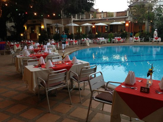 Pinnacle Grand Jomtien Resort: Restaurant pool