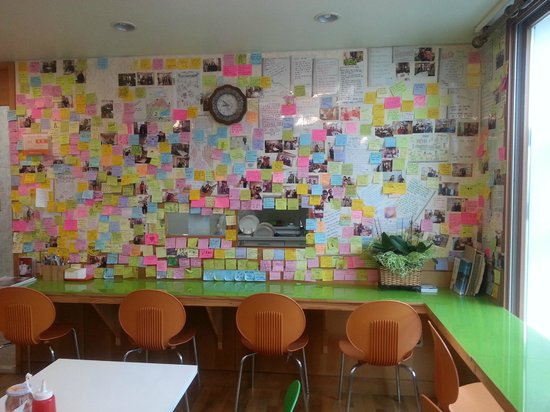 Hostel Lyndon : Leave a note on the guestbook or pin one on the wall