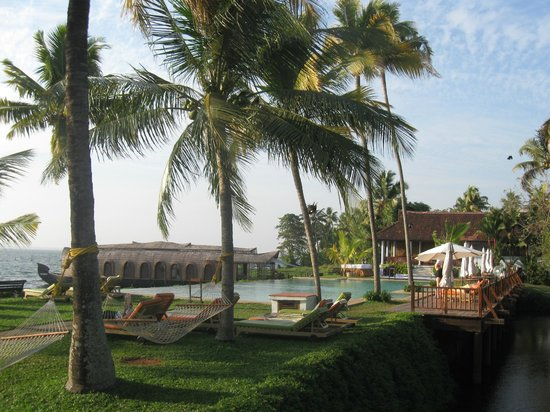 Kumarakom Lake Resort: garden