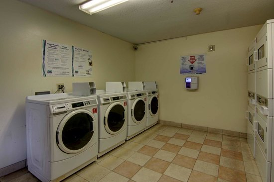 Home Towne Studios - Louisville : Laundry facilities