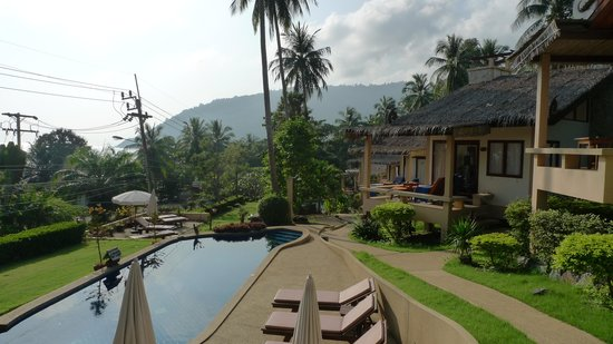 Khanom Hill Resort : Pool villas & pool