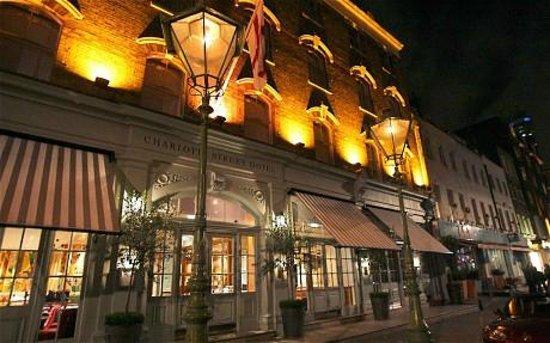 Charlotte Street Hotel : Vista noturna do hotel