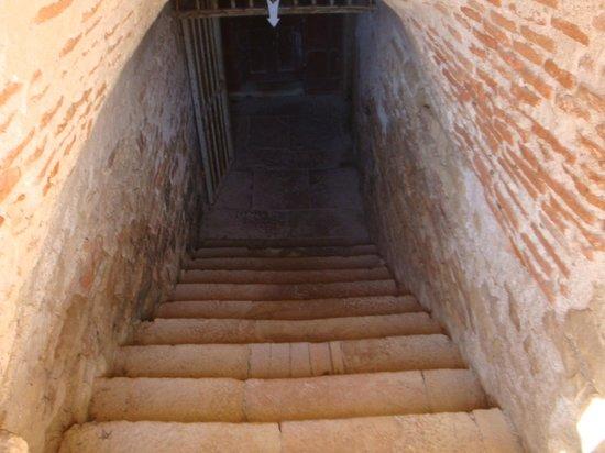 Chateau de Cormatin: UNE CAVE