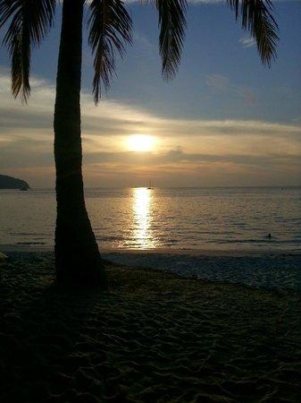 Sunset Beach Resort : Coucher du soleil vu de l'hôtel