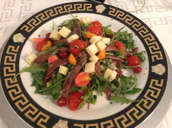 Miti Di Palma: Salat und Blumen-Bouquet mit Fisch